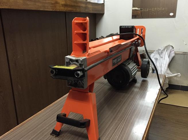 電動薪割り機
