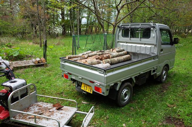薪の切り出し作業