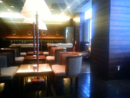 羽田空港の隠れた穴場 Cafe & Smoking Lounge